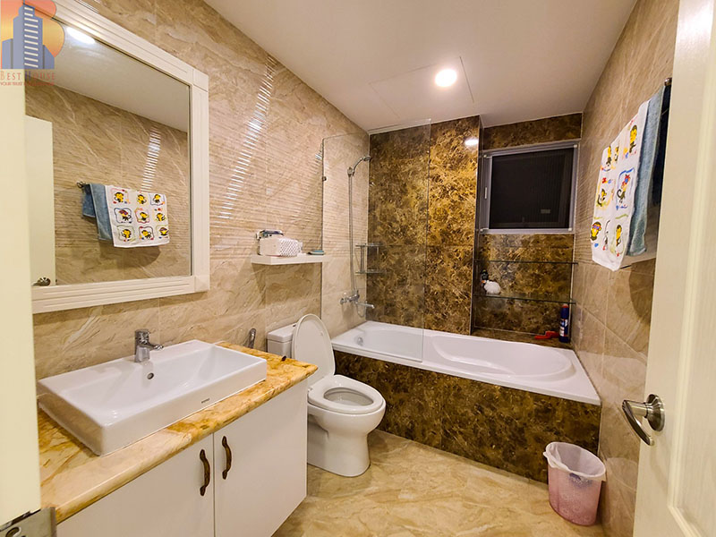 Green-Valley-apartment-for-rent-in-District-7-bathtub