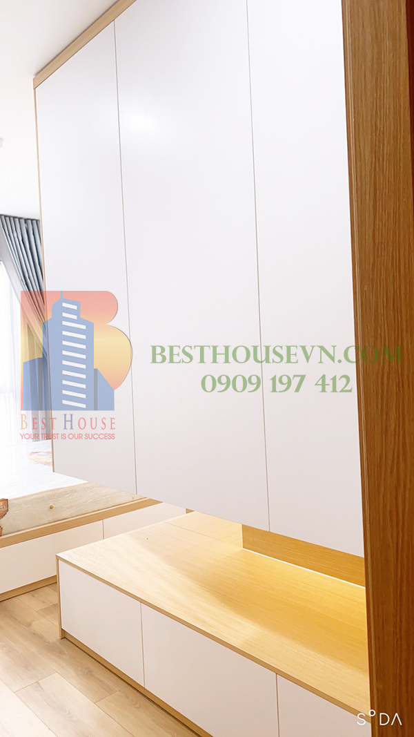 Urban-Hill-apartment-elegant-white-design-District-7 (11)