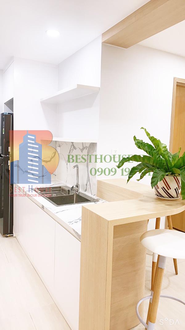 Urban-Hill-apartment-elegant-white-design-District-7 (9)